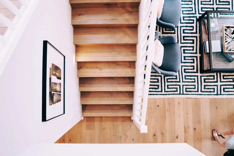 Jak układać płytki drewnopodobne na podłodze?